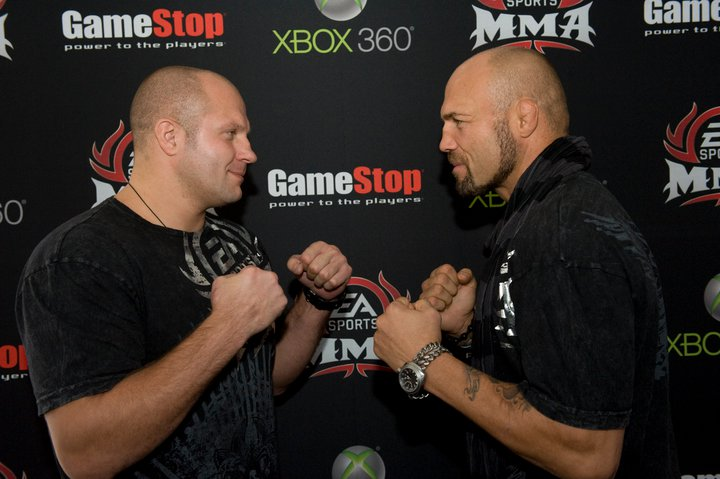Fedor_Emilianenko_and_Randy_Couture_finally_meet_inside_the_cage
